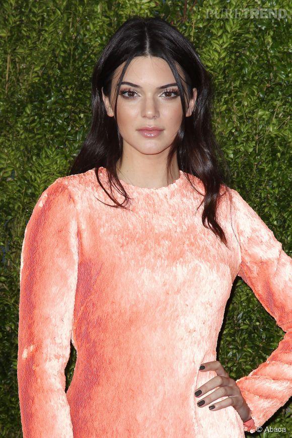 Kendall Jenner, sobre et sophistiquée pour le magazine  Vogue  Japon.