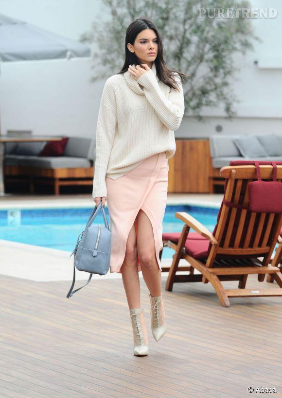 Kendall Jenner arbore un look différent en couverture du  Vogue  Japon.