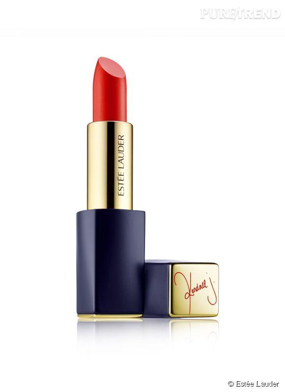 Kendall Jenner a imaginé un rouge entre le coquelicot et le jus d'orange. Il sera en vente en édition limitée sur le site d'Estée Lauder, dès le 6 juillet 2015.