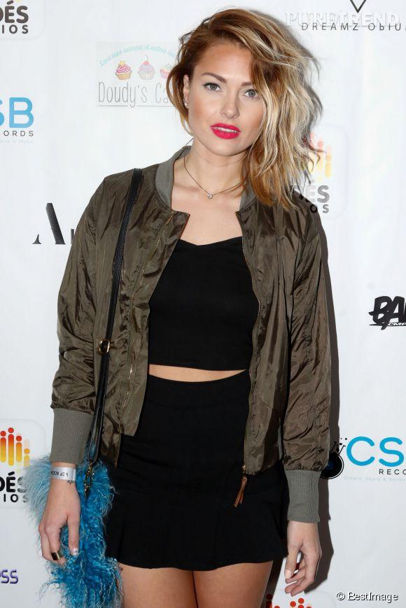 Caroline Receveur, elle enflamme Instagram en mini bikini et pose sensuelle.