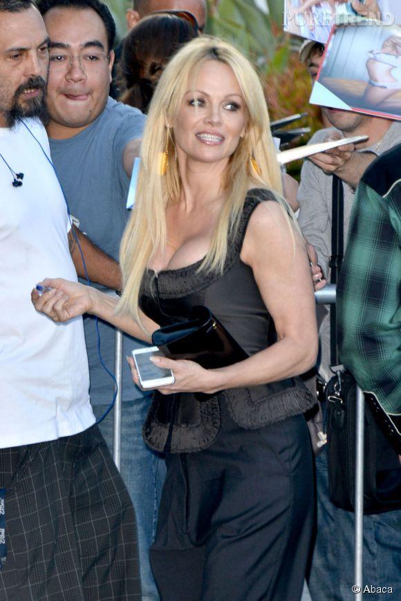 """Pamela Anderson à la première de """"Unity"""" à Los Angeles le 24 juin 2015."""
