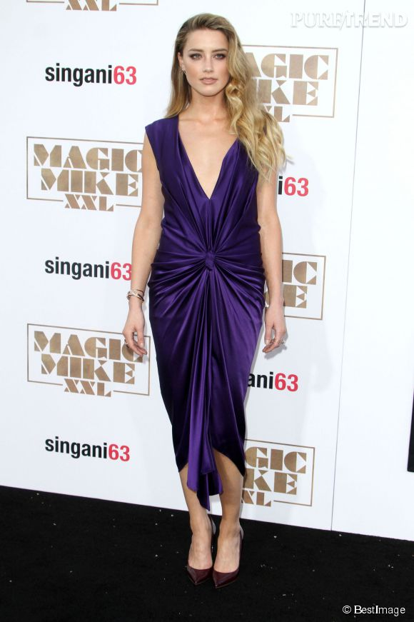Amber Heard cascade de cheveux blonds à Los Angeles le 25 juin 2015.