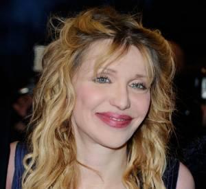 Courtney Love crie au scandale après avoir été attaquée par les grévistes.