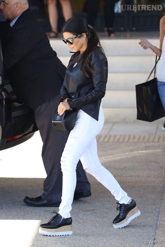 bas prix 9a87f 4fbd0 Kourtney Kardashian et ses chaussures à plateformes Stella ...