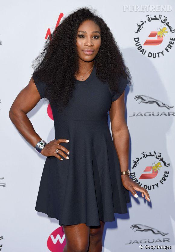 Serena Williams opte pour une tenue plus discrète que d'habitude et ça lui sied parfaitement.