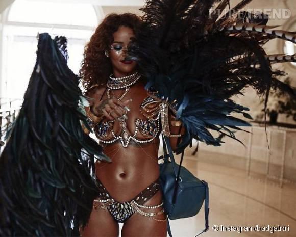 Rihanna enflamme Instagram avec ses clichés du carnaval de la Barbade et son costume ultra sexy.