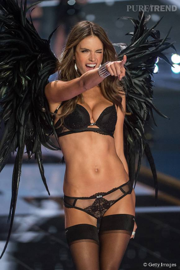 Avec Adriana Lima, Alessandra Ambrosio fait désormais partie des Anges Victoria's Secret les plus anciens.