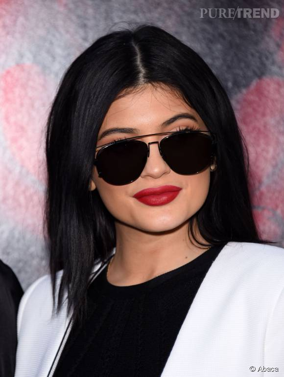 Kylie Jenner dévoile le secret de son ventre extra plat.