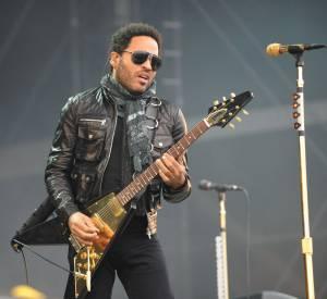 Lenny Kravitz a laissé échapper quelque chose de son pantalon pendant son concert à Stockholm...
