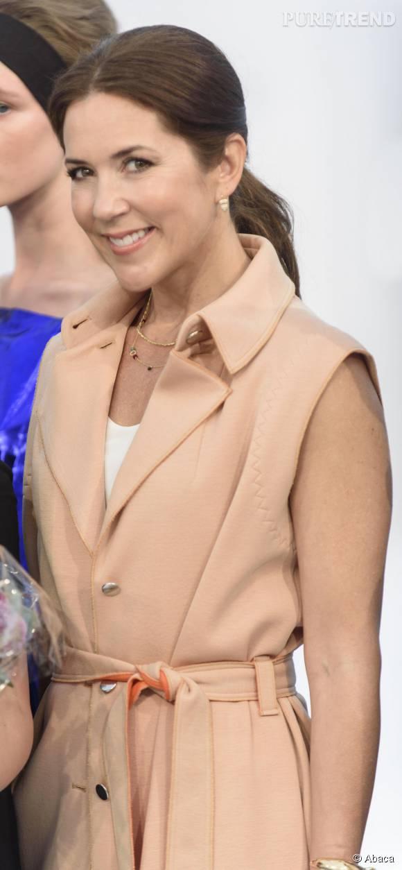Mary de Danemark est arrivée radieuse pour la Fashion Week à Copenhague, vendredi 7 août 2015.