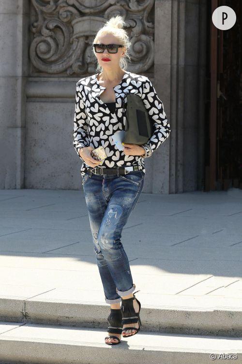 Gwen Stefani, rock et féminine pour un saut à l'église.