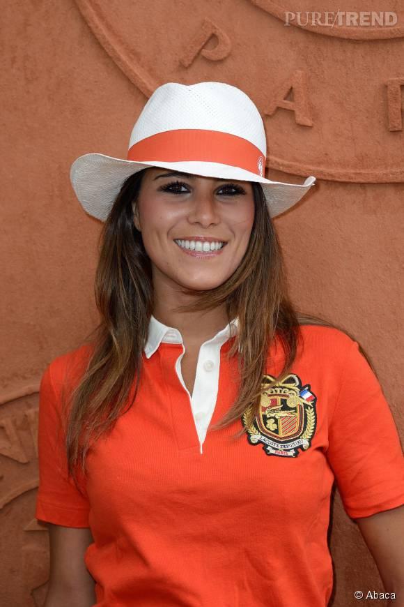 Karine Ferri recycle son joli chapeau !