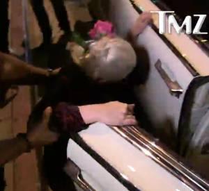 La chute de Lady Gaga à la sortie du restaurant de Lisa Vanderpump.