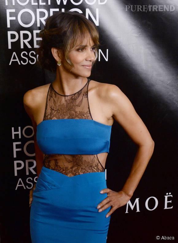 Halle Berry ose une tenue sexy : le moulant et le transparent, cela ne lui fait pas peur !