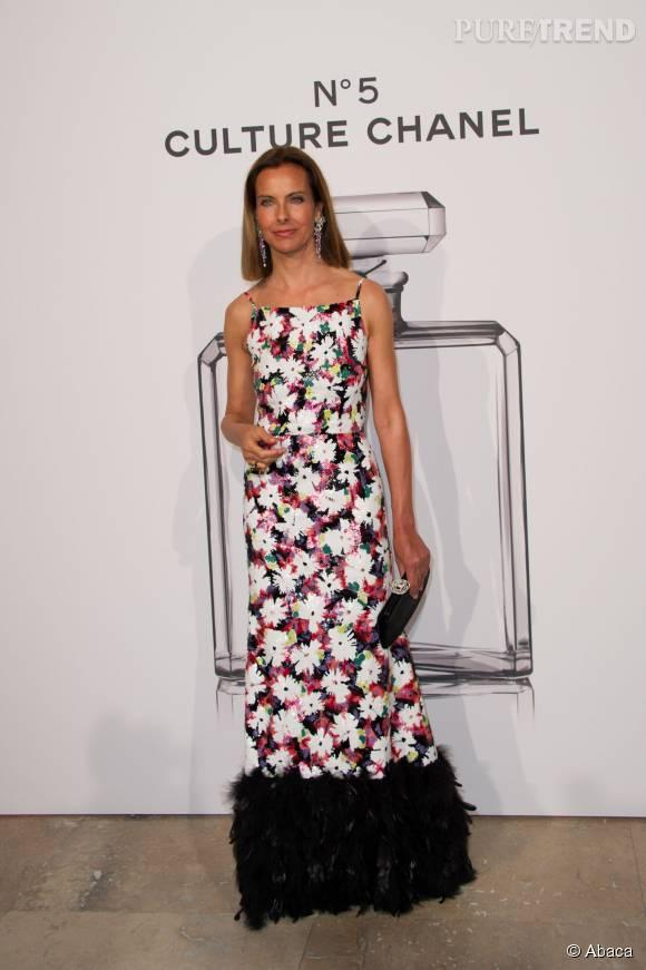 """Carole Bouquettout en fleur, une création signée Chanel, à l'occasion du vernissage de l'exposition """"N°5 Chanel Couture"""", en mai 2013."""