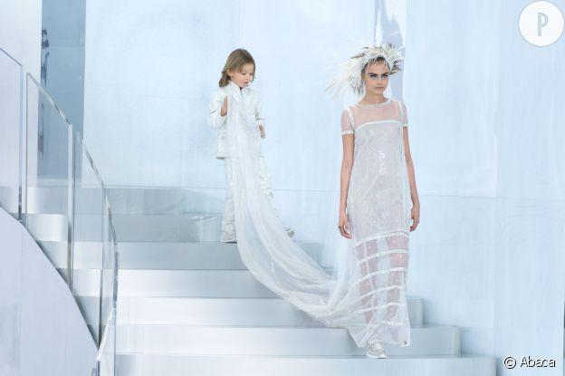 Cara Delevingne au défilé Chanel Haute Couture Printemps-Été 2014.
