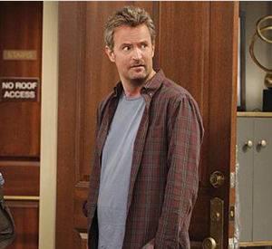 """Matthew Perry et Thomas Lennon incarnent deux quadras divorcés et un peu à la dérive dans """"The Odd Couple"""", renouvelé pour une deuxième saison sur CBS."""