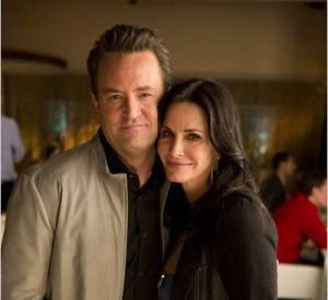 """Depuis la fin de """"Friends"""", Matthew Perry a eu l'occasion de retrouver Courteney Cox alias Monica dans """"Cougar Town""""."""