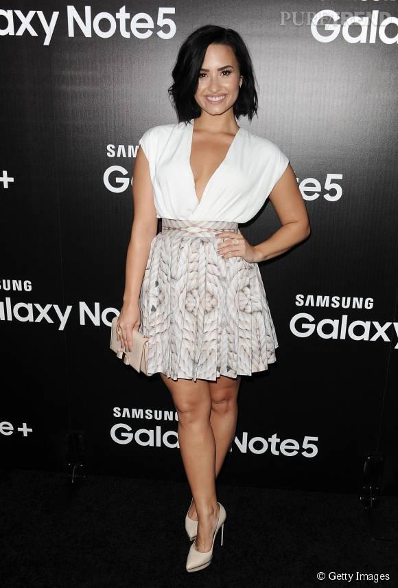 Demi Lovato arborait un décolleté très sexy pour un évènement Samsung dans West Hollywood.