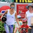 Alessandra Ambrosio, maman sportive avec ses deux enfants.