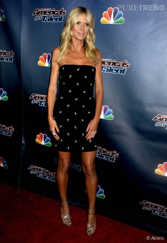Une mini-robe moulante et une peau dorée, la bonne combinaison pour Heidi.