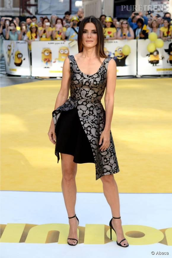 Invitée au mariage de Jennifer Aniston, Sandra Bullock est venue accompagnée d'un mystérieux photographe.