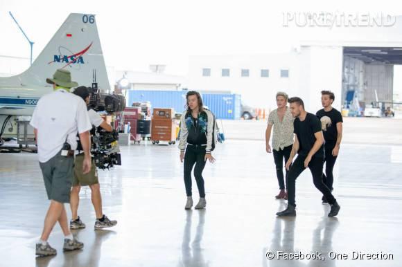 """One Direction, les coulisses du tournage du clip de """"Drag me down""""."""