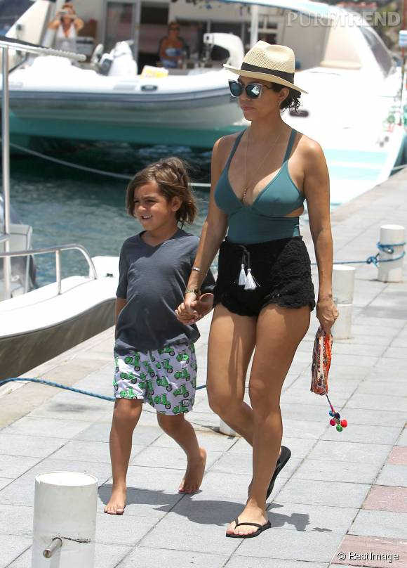 Kourtney Kardashian profite de ses vacances à Saint-Barth