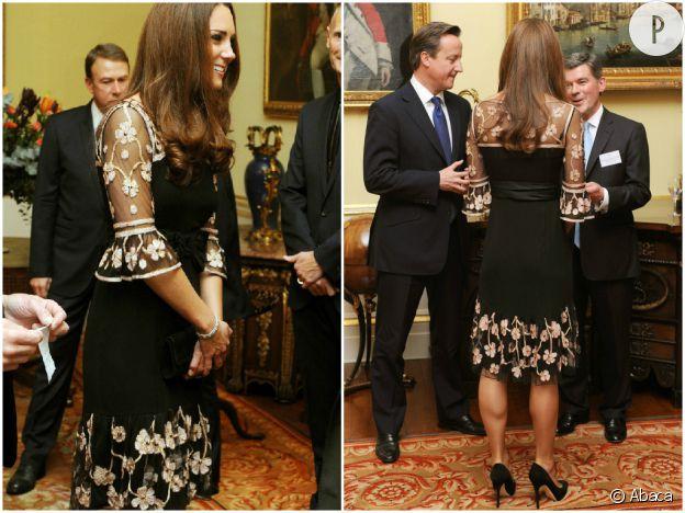 Kate Middleton accueille les athlètes britanniques des Jeux Olympiques et Paralympiques avec la reine Elizabeth II à Buckingham Palace en octobre 2012.