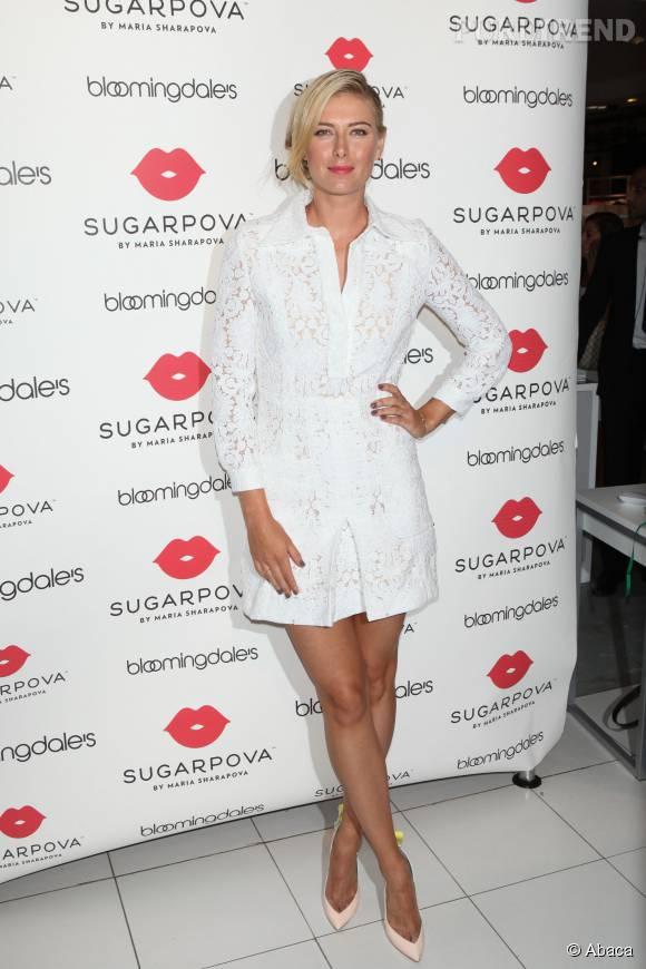 """Maria Sharapova chez Bloomingdale's pour l'ouverture d'un flagship de sa marque """"Sugarpova"""" le 25 août 2015 à New York."""