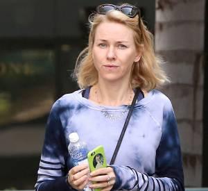 Naomi Watts, préfère sortir sans maquillage.