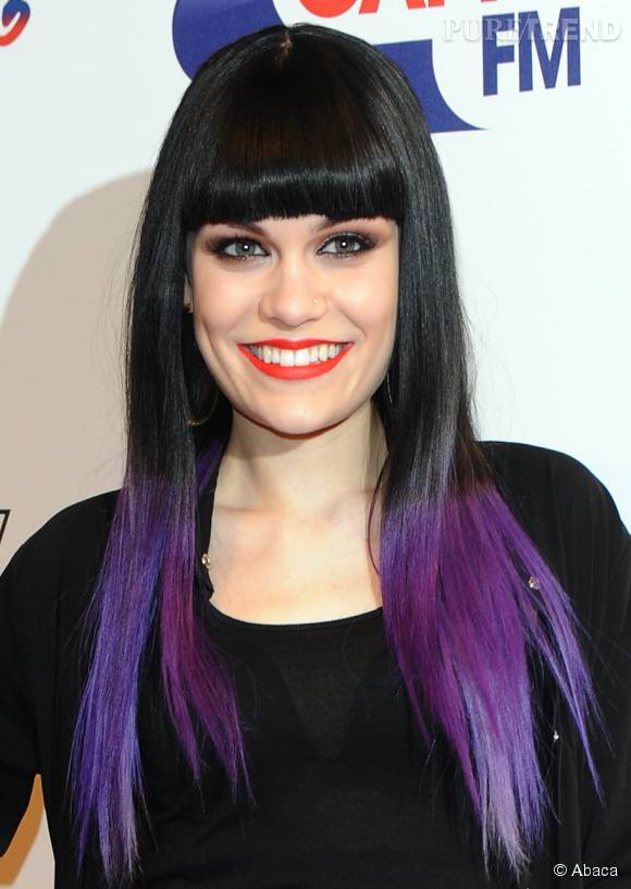 jessie j illumine sa chevelure avec un tie and dye violet aussi appel dip dye. Black Bedroom Furniture Sets. Home Design Ideas