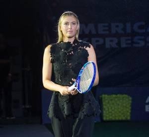 Maria Sharapova : raquette à la main et talons hauts pour apparition glamour