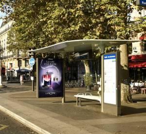 Lancôme : sa nouvelle fragrance diffusée sour les abribus parisiens !