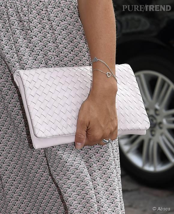 Princesse Victoria de Suède craque pour une pochette en cuir tressé. Une Bottega Veneta ?