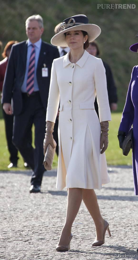 Tout comme Kate Midleton, Mary de Danemark aime le robe manteau