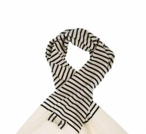 Des noeuds papillon très girly ornent les foulards marins.
