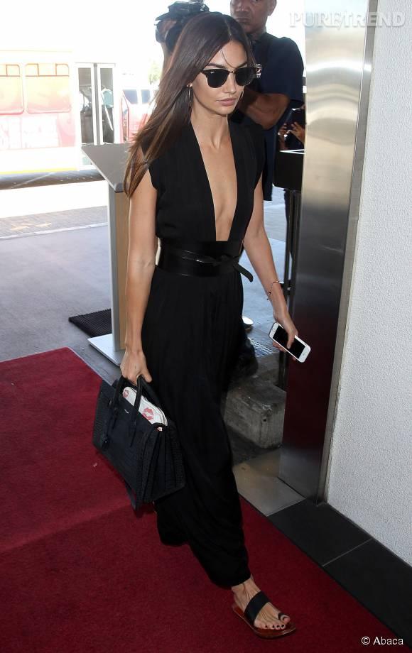 Lily Aldridge divine en noir.