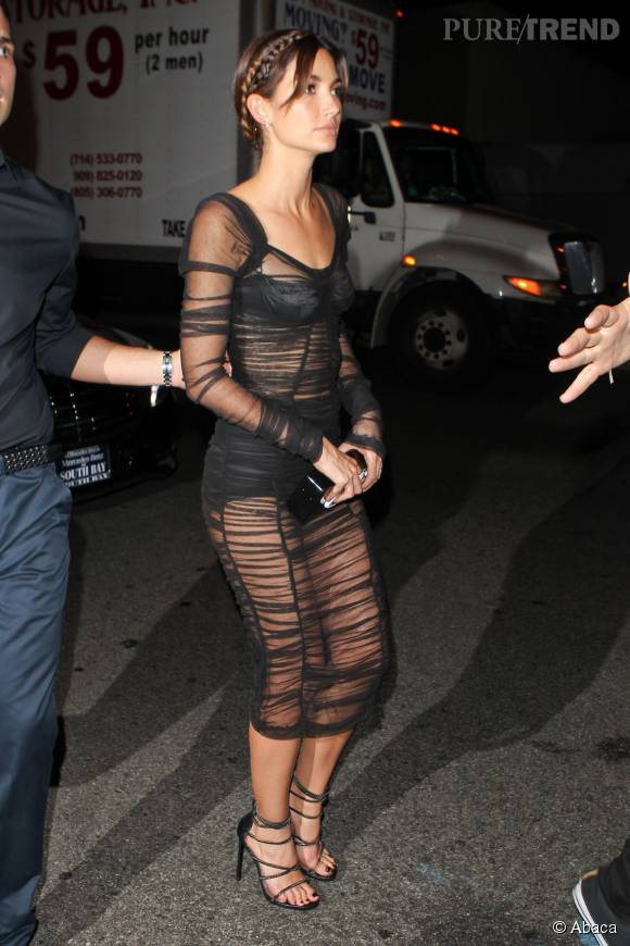 Lily Aldridge superbe en Dolce & Gabbana.