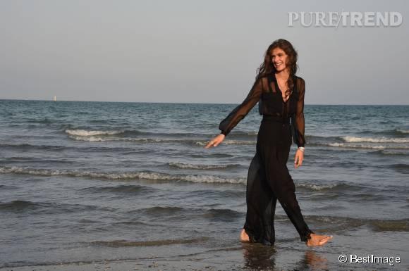 Elisa Sednaoui pose pour son nouveau statut de marraine de la Mostra du cinéma de Venise 2015.