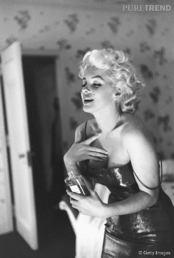 Marilyn se parfume au N°5 de Chanel.