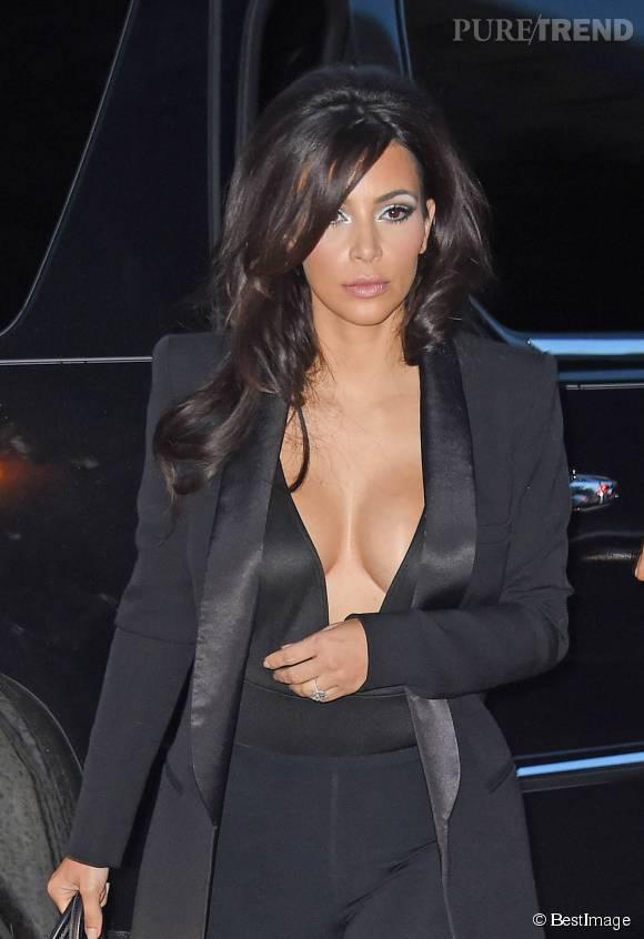 Kim Kardashian et son fameux maxi décolleté.