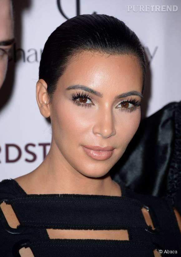 Kim Kardashian et son make up plus soft que travaillé.