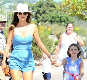 Alessandra Ambrosio : maman stylée pour emmener ses enfants à la fête foraine