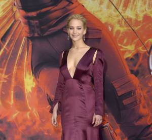"""Jennifer Lawrence : décolleté ravageur à l'avant-première de """"Hunger Games"""""""