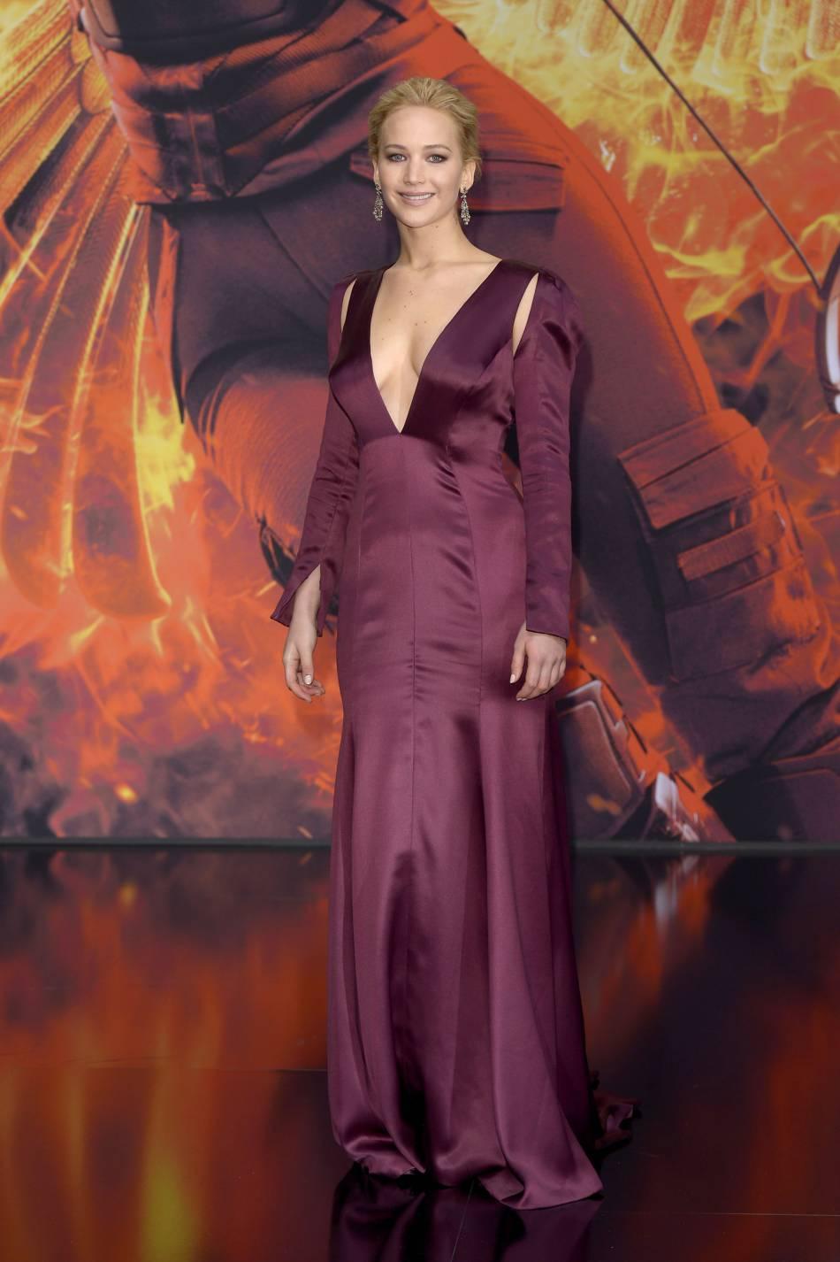 Jennifer Lawrence, sublime dans une robe Dior ultra décolletée.