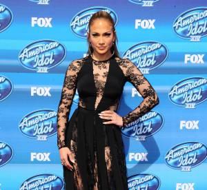 Jennifer Lopez : body rouge ultra échancré et escarpins vernis pour Marie Claire