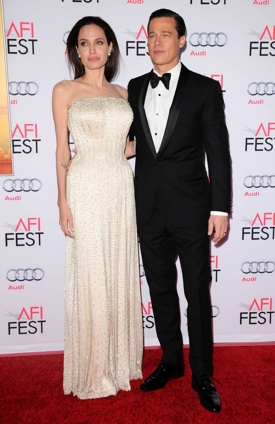 """Brad Pitt et Angelina Jolie se partagent l'affiche de """"Vue sur mer"""", réalisé par madame Pitt."""