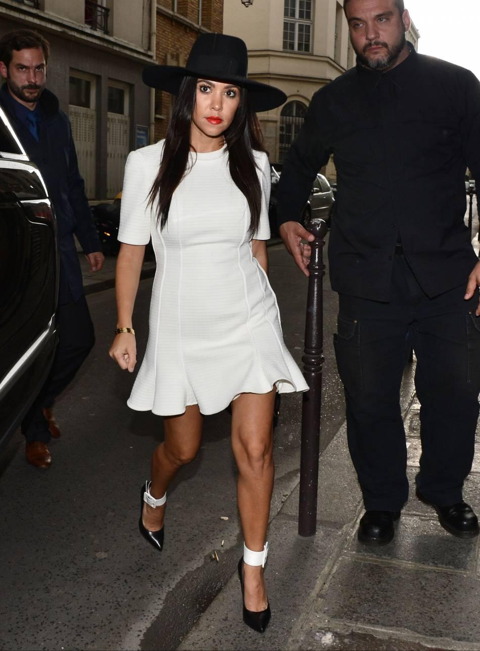 Sexy en petite robe blanche !