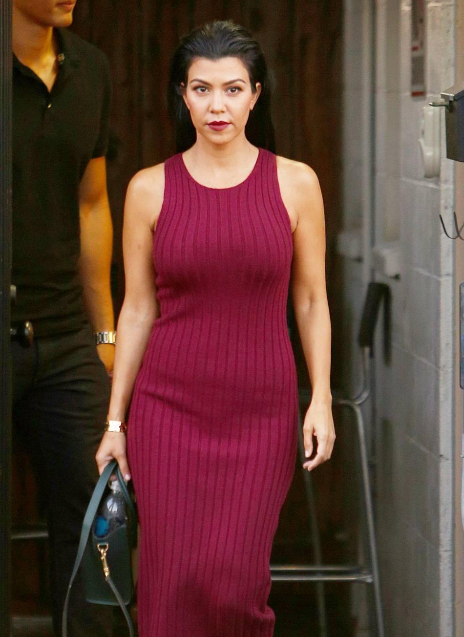 Kourtney Kardashian se la jour femme fatale